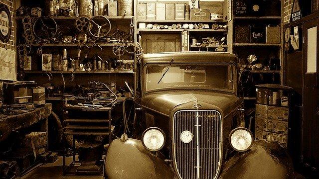 historický automobil.jpg
