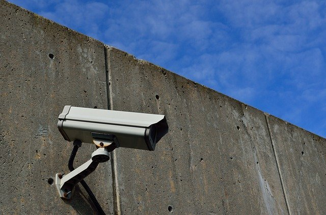 Kamerový systém nemusí být jen v budově, ale i venku.jpg