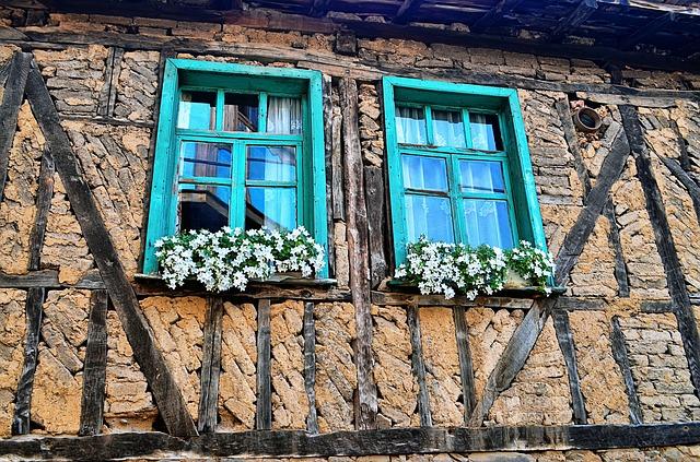 stará okna, truhlíky, výzdoba, květiny